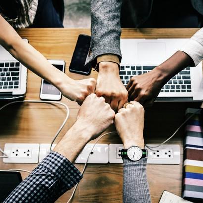 Team-Meetning-Collaboration-Wireless-Presentation